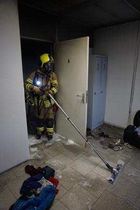 FW Ratingen: Brand in Flüchtlingsunterkunft - Bilder