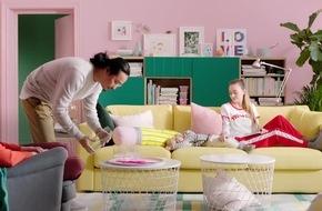 Dein Zuhause. Dein Leben. Auf alles eingerichtet. Der IKEA Katalog 2018 rückt das Wohnzimmer in den Mittelpunkt