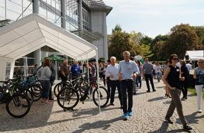 Bei bestem Wetter konnten MSD Mitarbeiter zahlreiche Fahrradmodelle und -typen, die company bike solutions zur Verfügung gestellt hatte, testen.