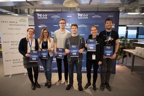 """PR-Hackathon """"REBOOT PR"""": Drei Tage Innovationskraft für die PR-Branche / Der zweite PR-Hackathon Deutschlands zeigt die Zukunft der Kommunikationsbranche. Mehr als 100 Entwickler, Designer und Kommunikationsprofis haben im Loft 06 auf dem Hamburger OTTO-Campus drei Tage lang an neuen Ideen rund um die digitale Zukunft der PR gearbeitet. Ausgezeichnet wurden vier Prototypen, die während des Hackathons entwickelt wurden. Im Bild: Gewinner fischerAppelt-Preis """"Most Innovative"""" Teamname syglio.de. Weiterer Text über ots und www.presseportal.de/nr/6344 / Die Verwendung dieses Bildes ist für redaktionelle Zwecke honorarfrei. Veröffentlichung bitte unter Quellenangabe: """"obs/news aktuell GmbH/Daniel Reinhardt"""""""