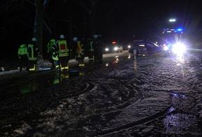 Polizei und Feuerwehr an der Unfallstelle