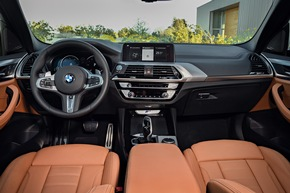 """Der neue BMW X3 (06/2017). Weiterer Text über ots und www.presseportal.de/nr/28255 / Die Verwendung dieses Bildes ist für redaktionelle Zwecke honorarfrei. Veröffentlichung bitte unter Quellenangabe: """"obs/BMW Group"""""""