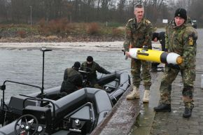 Deutsche Marine - Pressemeldung: Minentaucher erproben neuartige Tauchdrohne