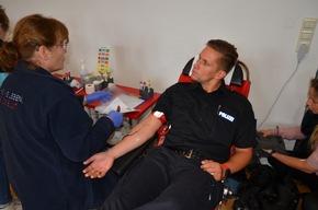Freiwilliger Blutspender in Aktion