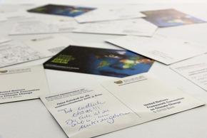 Über 1.000 Postkarten mit den Klimabotschaften für die Weltklimakonferenz hat das Klimahaus bisher gesammelt. Bildnachweis: Voigts/Klimahaus