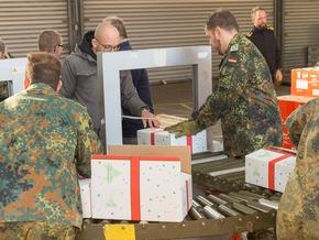 Gut verschnürt gehen die Pakete auf die Reise (Quelle: PIZ Personal/Andreas Metka)