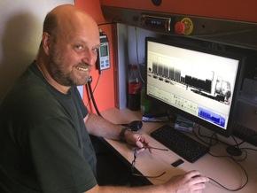 Auswertung der Bilder im Röntgen-LKW des Zolls