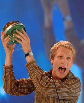 Super COMET 2005 geht an Tokio Hotel / Söhne Mannheims und Fettes Brot holen je zwei Cometen. Fotomotiv: Oliver Pocher Dieses Bild darf bis einschl. Oktober 2005 honorarfrei für redaktionelle Zwecke und NUR im Rahmen der Programmankündigung für ProSieben verwendet werden und NUR mit Copyrightvermerk . Spätere Veröffentlichungen sind nur nach Rücksprache und ausdrücklicher Genehmigung der ProSieben Television GmbH möglich. Die Fotos dürfen nicht an Dritte weitergeleitet werden. Foto: ProSieben/Willi Weber