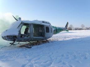 Übungsszenarium: Ein Hubschrauber wurde abgeschossen, er qualmt. Gleich müssen Bootsmannsanwärter einen verletzten Insassen bergen. Foto: Detlef Struckhof, Deutsche Marine