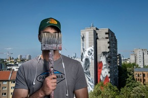 Foto 4 - Young Jarus vor One Wall, Credits: Nika Kramer