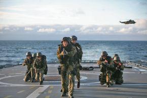 """Archivbild: Die Marineschutzkräfte sind in den Auslandseinsätzen der Bundeswehr dabei. Hier auf der Fregatte """"Bremen"""". Quelle: PIZ Marine"""
