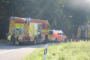 FW Ratingen: Schwerer Verkehrsunfall mit eingeklemmter Person auf der A 52