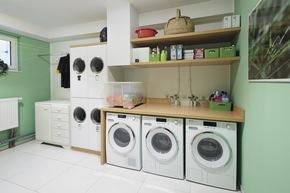 Das Ehepaar Moock mag es organisiert. Deshalb landet die Wäsche über einen Abwurfschacht direkt im Hauswirtschaftsraum.