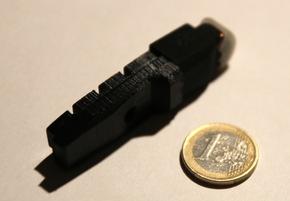"""Nachdem die Firma Magnic Innovations vor fünf Jahren als erfolgreichstes deutsches Kickstarter-Crowdfunding Projekt den ersten berührungslos funktionierenden Felgendynamo """"Magnic Light"""" auf den Markt gebracht hatte, ist jetzt durch Miniaturisierung des Systems und Weiterentwicklung der Magnettechnologie die Integration in Bremsschuhe für herkömmliche Fahrrad-Felgenbremsen gelungen. Das Potential dieser neuen Technologie dürfte das der Vorgängerversionen bei weitem übersteigen, da es erstmals gelungen ist, ein batterieloses Beleuchtungssystem für Fahrräder zu entwickeln, das keine zusätzlich anzubringenden Komponenten am Fahrrad erfordert, sondern durch einfachen Austausch der vorhandenen Bremsklötze bei allen handelsüblichen Felgenbremsen für eine permanente Fahrradbeleuchtung sorgt. Zudem sorgt die eingesetzte Technik dafür, dass die Lampen beim Bremsen noch deutlich heller aufleuchten. Weiterer Text über ots und www.presseportal.de/nr/126352 / Die Verwendung dieses Bildes ist für redaktionelle Zwecke honorarfrei. Veröffentlichung bitte unter Quellenangabe: """"obs/Magnic Innovations GmbH & Co KG/Dirk Strothmann"""""""