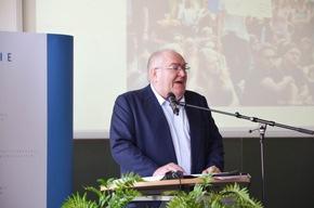 """Prof. Dr. Thomas Fischer mit seiner Fragestellung """"Was und wie schützen wir bei der Verfolgung von Straftaten?"""""""