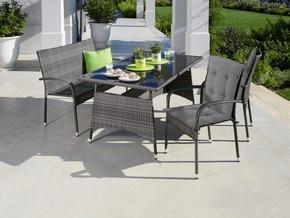 <b>Palermo Stapelstuhl</b><br> Mit vielen unterschiedlichen Stilen kombinierbar, zeigt sich der elegante und zugleich bequeme Palermo-Stuhl.<br> Maße (H/B/T): 94 x 56 x 63 cm<br> Preis: 49,99 €