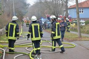 Feuerwehrleute am Brandort