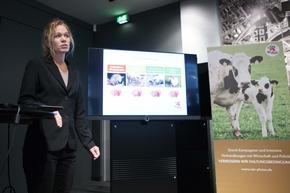 VIER PFOTEN Nutztier-Expertin Ina Müller-Arnke beim Infopoint Tierschutz, Berlin, 22.11.2017 (c) VIER PFOTEN, Peter-Paul Weiler