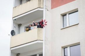 """?Geil. Das geht gar nicht!? Felix und Sandra können ihr Glück kaum fassen. Foto: """"Postcode Lotterie/Marco Urban"""
