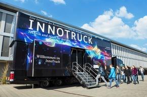 Der InnoTruck des Bundesforschungsministeriums informiert in Windischeschenbach mit einer mobilen Ausstellung über die Bedeutung technischer Innovationen. © BMBF-Initiative InnoTruck / FLAD & FLAD Communication GmbH