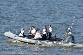 Wasserschutzpolizei mit Rettungsdienst im Einsatz