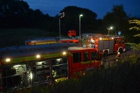 Feuerwehrfahrzeuge am Einsatzort