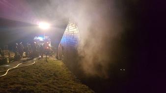 FW Ratingen: Brand in Einfamilienhaus - Haus nicht mehr