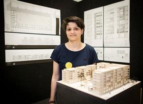 Katrin Tabbone mit ihrem Konzept für die Weiterentwicklung des Quartiers rund um den Inneren Grüngürtel in Köln (Foto: Heike Fischer / TH Köln)