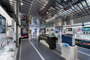 Der InnoTruck des Bundesforschungsministeriums informiert in Kassel mit einer mobilen Ausstellung über die Bedeutung technischer Innovationen. © BMBF-Initiative InnoTruck / FLAD & FLAD Communication GmbH