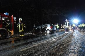 Unfallstelle auf winterglatter Fahrbahn