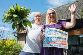 Maria und Patrick: Glückliche Teilnehmer der Deutsche Postcode Lotterie mit ihrer Gewinnsumme über 20.000 Euro. Foto: Postcode Lotterie/Wolfgang Wedel