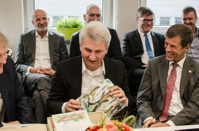 Presse-Info: NRW-Minister Pinkwart besucht Urlaubsguru