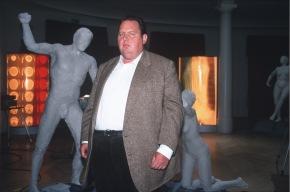 Der Bulle von Tölz: Strahlende Schönheit, Krimireihe, D, A, 2003, Sendetermin: Mittwoch, den 22.02.2006 um 20.15 Uhr in Sat.1. Der angesehene Arzt Dr. Mattel wurde auf bestialische Weise ermordet. Jemand hat das Röntgengerät so manipuliert, dass der Chirurg durch oftmalige Bestrahlung einen langsamen und qualvollen Tod starb. Zu den Verdächtigen zählen sowohl Mattels Widersacher Dr. Liebnitz als auch seine Lebensgefährtin. Kommissar Berghammer (Ottfried Fischer) ermittelt... Foto: Sat.1/Magdalena Mate. Abdruck honorarfrei nur im Zusammenhang mit dem Sat.1-Sendetermin