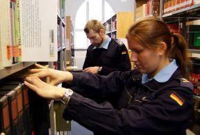 Die neue Bibliothek der Marineschule Mürwik als wichtiger Bestandteil der Marineaubildung. Sie ist aber auch für die Öffentlichkeit zugänglich. Foto: Alexander Gatzsche, Deutsche Marine