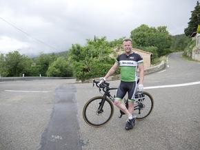 Fernsehjournalist Jenke von Wilmsdorff wagt sich mit SKODA im Radrennsport ans Limit