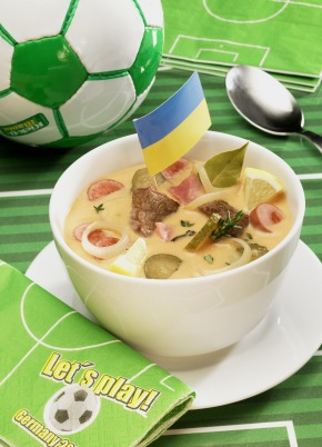 "Soljanka ist ein gehaltvoller Eintopf aus der Ukraine. Das Rezept ist erhältlich unter www.presseportal.de => digitale Pressemappe: Miele / Soljanka is a hearty stew from the Ukraine. Recipe is available at www.presseportal.de => digital press kit: Miele / Weitere Informationen unter www.miele-presse.de Die Verwendung dieses Bildes ist für redaktionelle Zwecke honorarfrei. Abdruck bitte unter Quellenangabe: ""obs/Miele"""