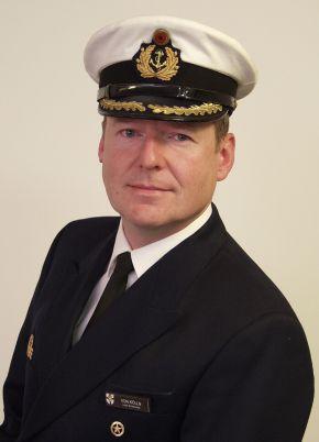 Archivbilder: Der Kommandeur des Einsatz- und Ausbildungsverbandes 2010, Fregattenkapitän Marco von Kölln. Foto: Deutsche Marine.