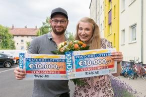 Ionel und Lebensgefährtin Viktorija im Glück und um 20.000 Euro reicher. Foto: Postcode Lotterie/Wolfgang Wedel