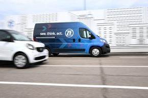 """Mobilität von morgen auch für Lieferfahrzeuge: Der ZF Innovation Van trägt durch autonome Fahrfunktionen dazu bei, die Paketauslieferung leistungsfähiger und zukunftssicher zu machen. Weiterer Text über ots und www.presseportal.de/nr/66240 / Die Verwendung dieses Bildes ist für redaktionelle Zwecke honorarfrei. Veröffentlichung bitte unter Quellenangabe: """"obs/ZF Friedrichshafen AG/Felix Kaestle"""""""