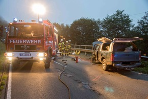 In einem der beiden Fahrzeuge befand sich ein voller 1000-Liter Dieseltank, der unbeschädigt blieb. Foto: Karsten Grobbel