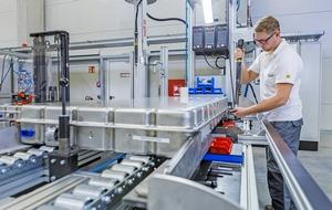 In Langen fertigt Akasol Hochleistungs-Batteriesysteme für Nutzfahrzeuge. Demnächst folgt die Serienfertigung der neuen Hochenergie-Batteriesysteme.   Foto: Akasol / Alexander Heimann