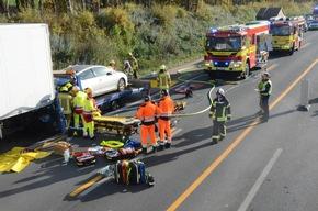 FW Ratingen: Folgemeldung Verkehrsunfall BAB 3 - Bildmaterial