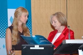 1. Preis an Miriam Falter (links) Foto: Reiner, HSS
