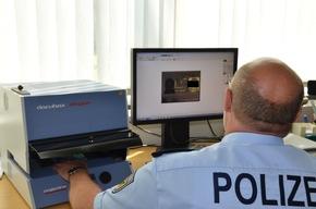 Urkundenspezialisten der Bundespolizeidirektion Flughafen Frankfurt am Main
