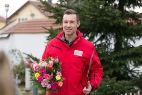 Unterwegs als Botschafter der Deutschen Postcode Lotterie: Kai Pflaume auf dem Weg zu den Gewinnern. Foto: Postcode Lotterie/Wolfgang Wedel