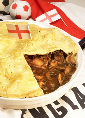"Leibgericht von der Insel: Traditional Steak and Kidney Pie aus England. Das Rezept ist erhältlich unter www.presseportal.de => digitale Pressemappe: Miele / Island favourite: Traditional Steak and Kidney Pie from England. Recipe is available at www.presseportal.de => digital press kit: Miele / Weitere Informationen unter www.miele-presse.de Die Verwendung dieses Bildes ist für redaktionelle Zwecke honorarfrei. Abdruck bitte unter Quellenangabe: ""obs/Miele"""
