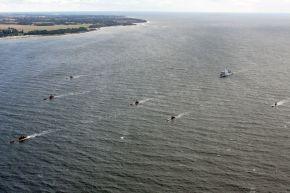 """Die letzten sechs Uboote der Klasse 206 A laufen zusammen mit dem Flottendienstboot """"Alster"""" in die Eckernförde Bucht ein. Foto: Ann-Kathrin Fischer, PIZ Marine."""