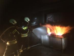 Löschen eines Küchenbrandes 1