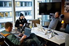 """Hackathon #DataDeepDive im Newsroom der Deutschen Presse-Agentur in Berlin: Rund 100 Entwickler, Journalisten und Data Scientists arbeiteten an neuen Modellen für datengetriebenen Journalismus und Geschäftsideen auf Basis von Algorithmen und künstlicher Intelligenz. Organisiert hat den Hackathon der internationale Startup-Beschleuniger next media accelerator (nma). (Foto: Fabian Sommer, dpa) Weiterer Text über ots und www.presseportal.de/nr/8218 / Die Verwendung dieses Bildes ist für redaktionelle Zwecke honorarfrei. Veröffentlichung bitte unter Quellenangabe: """"obs/dpa Deutsche Presse-Agentur GmbH/Fabian Sommer"""""""