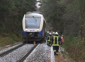 Bahn steht am Unfallort